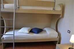 Bunk beds + 1 single bed