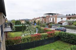 Look on the gardens of the neighbourhood (south-west). Holiday apartment Berto Lazise